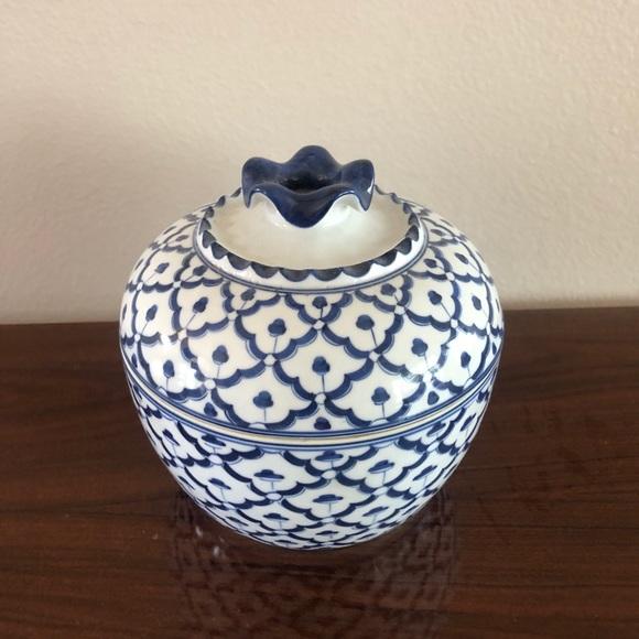 Vintage Porcelain lidded blue and white bowl